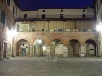Veduta notturna di Piazza degli Ospitalieri